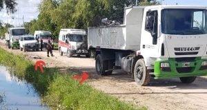 Empleado municipal en negro muere aplastado por camión recolector de ramas